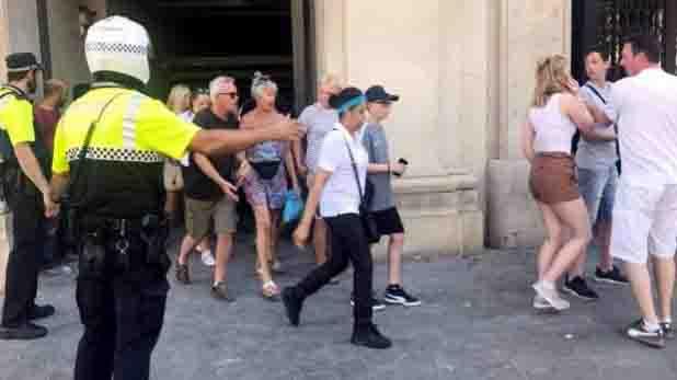 स्पेन के बार्सिलोना में आतंकियो ने राह चलते लोगों को बनाया अपना निशाना।