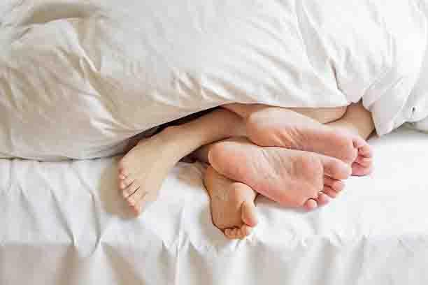 इन 4 तरीकों से करे लड़की को सेक्स के लिए उत्तेजित कर सकते है।