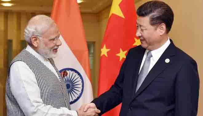पीएम मोदी पहुंचे चीन, राष्ट्रपति शी चिनफिंग ने किया स्वागत
