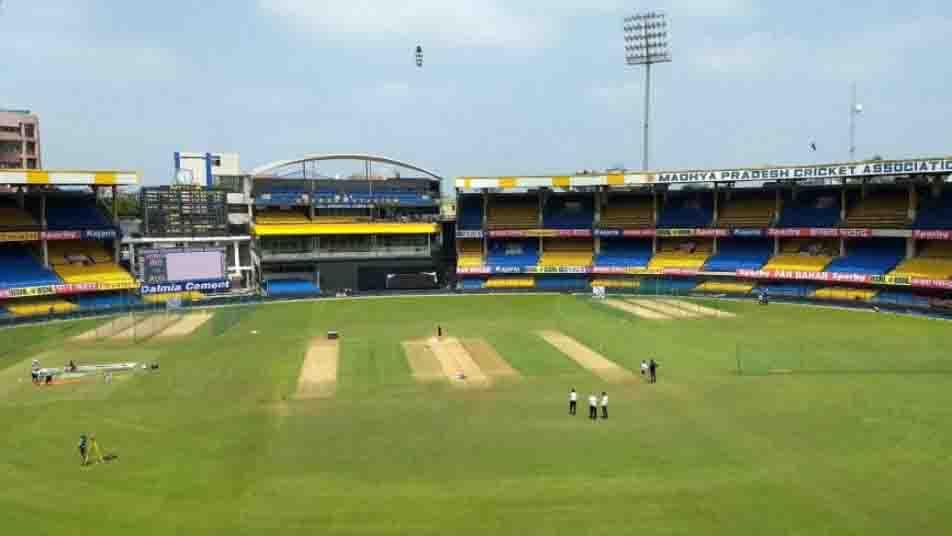 होलकर स्टेडियम में खेला जा रहा है तीसरा वनडे जहां अपराजित रहा है भारत