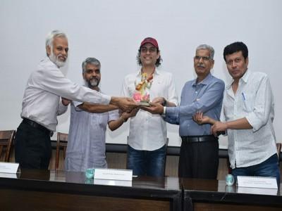 दिल्ली में हुआ मुख्यधारा की पहली संस्कृत फ़िल्म 'अहम ब्रह्मास्मि' के ट्रेलर का प्रदर्शन