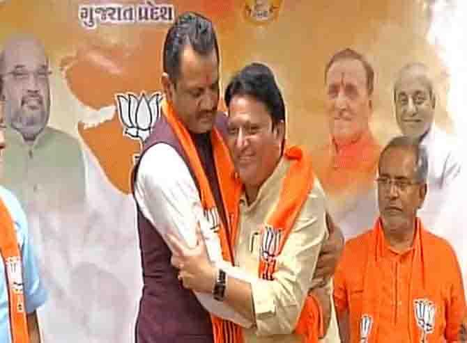 गुजरात में फिर कांग्रेस को झटका, दो और विधायक BJP में हुए शामिल