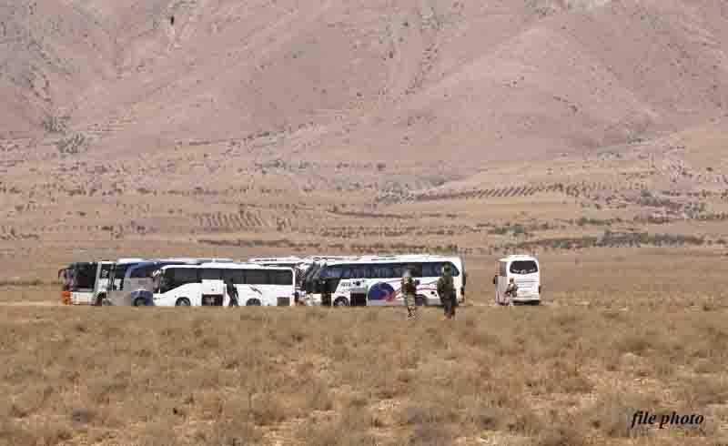 आतंकी संगठन इस्लामिक स्टेट की 17 बसों का काफिला सीरियाई रेगिस्तान में फंसा