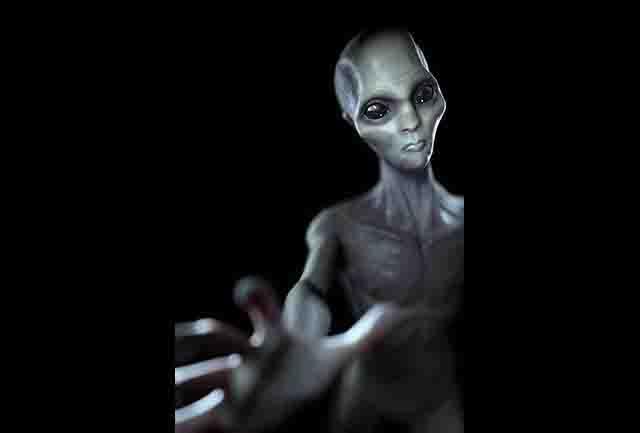 एलियन की खोज में छत्तीसगढ़ पहुंची अमेरिकी टीम, पुतला देख अचरज में पड़े लोग