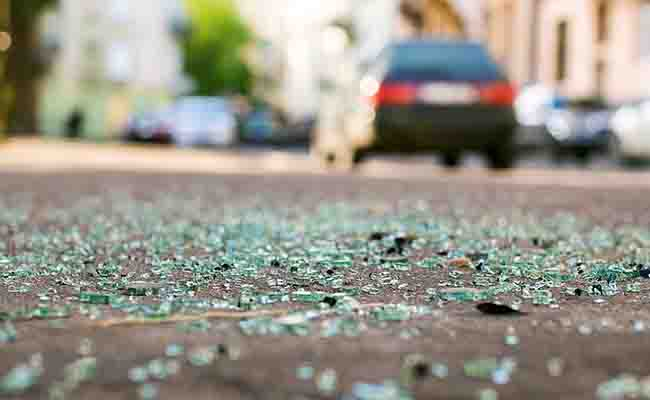दर्दनाक हादसा: ग्रेटर नोएडा में ट्रक और कार की टक्कर में 5 की मौत, 5 घायल