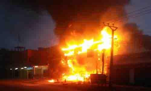 गोदाम में आग से करोड़ों की मूंगफली जलकर खाक, षडयंत्र की आशंका