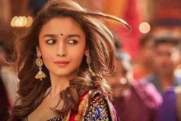आलिया भट्ट ने मानी बात, फिल्मों के जरिए दर्शकों को रुलाकर मिलती है खुशी