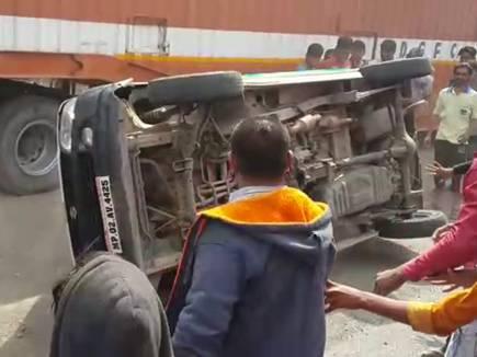 उज्जैन :  कार ने दो बाइक को मारी टक्कर, तीन की हुई मौत