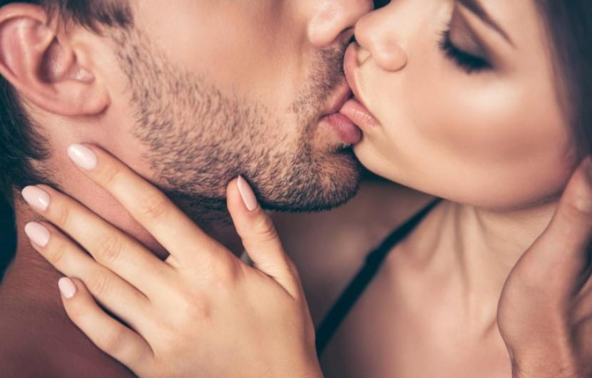 यु ही किस्स करते वक़्त बंद नहीं होती आपकी आँखे,जाने क्या है कारण