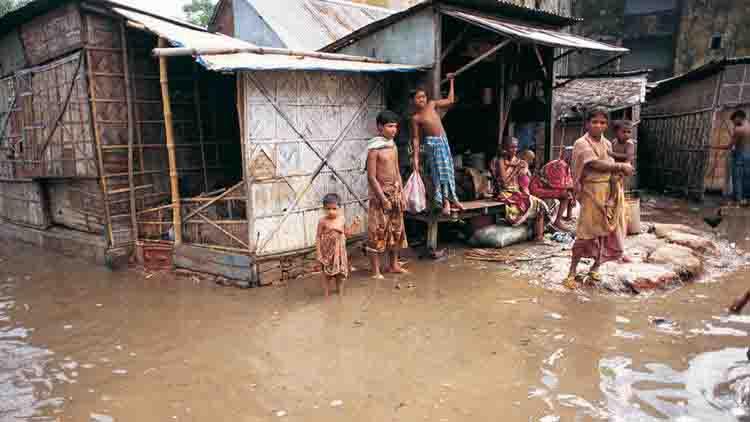 भारी बारिश के कारण बांग्लादेश में आई बाढ़, 29 लोगों की मौत
