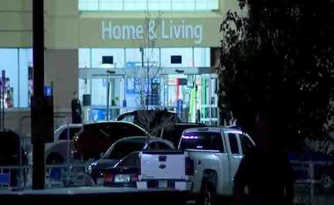 कोलोराडो में वॉलमार्ट स्टोर में फायरिंग, 2 लोगों की मौत, 1 घायल