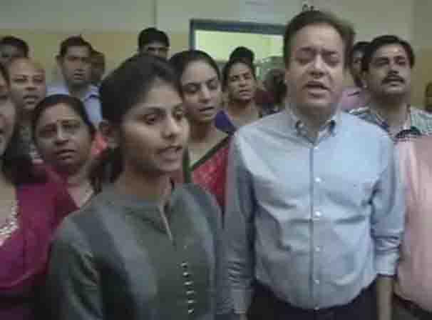 देशभक्त बने जयपुर के कर्मचारी राष्ट्रगान, राष्ट्रगीत गाकर किया काम...