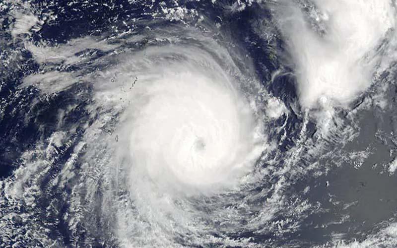 भारी तबाही की आशंका के मद्देनजर प्रशासन ने तीन लाख लोगों को सुरक्षित स्थानों पर पहुंचाया