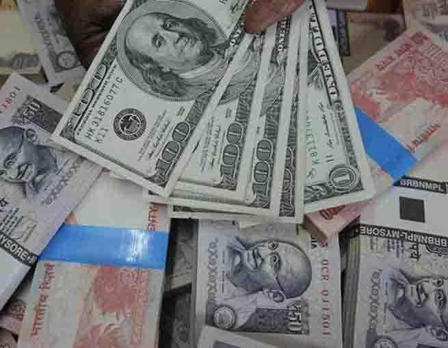 डॉलर से मजबूत हुआ रुपया, जानें कितने आया है उछाल