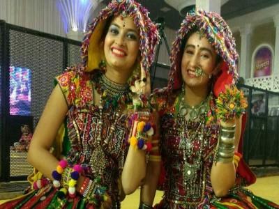 नवरात्रि में इन ट्रेडिशनल ड्रेस पहन दिखें सबसे खास, सब तारीफ करते नहीं थकेंगे