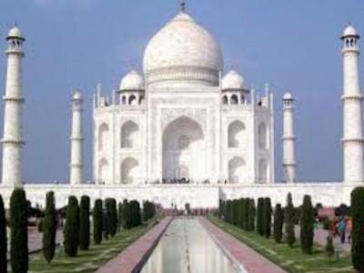 ताजमहल की सुरक्षा से फिर खिलवाड़,प्रतिबंधित क्षेत्र में उड़ाया ड्रोन