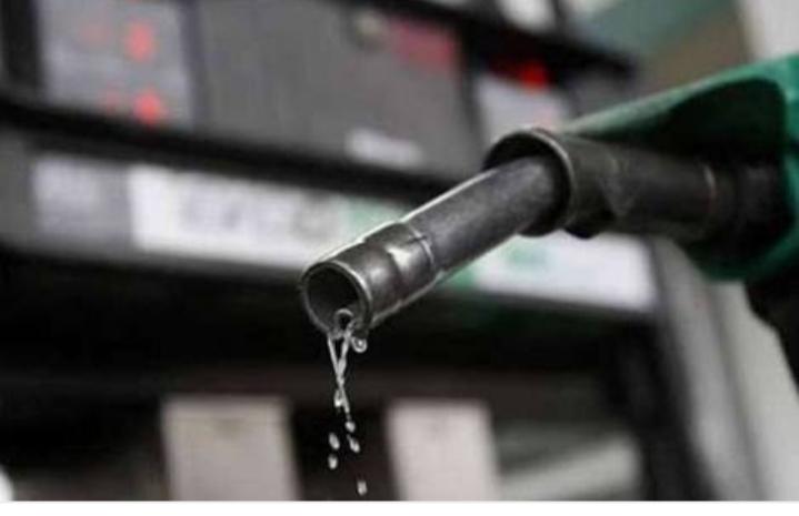 पेट्रोल-डीजल के दाम गुरुवार को भी बढ़े, जेटली ने प्रधान से की चर्चा