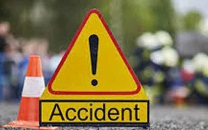 दिल्ली : तेज रफ्तार से चला रहा था टेम्पो ट्रेवलर, पानी के टैंकर में मारी टक्कर, हुई 3 की मौत, 10 घायल