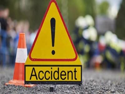 बिहार: पिकअप वैन की ट्रक से टक्कर, हुई सात लोगों की मौत