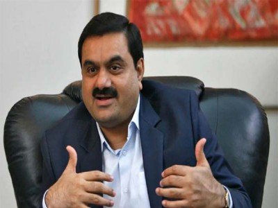 फिर बढ़ी निवेशकों की परेशानी! NSDL के बयान के बाद भी Adani ग्रुप के शेयरों में गिरावट जारी