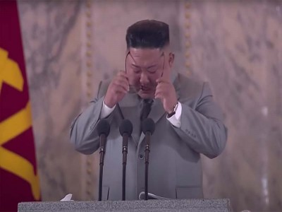 सेना की परेड में उ. कोरिया के सुप्रीम लीडर किम के छलके आंसू