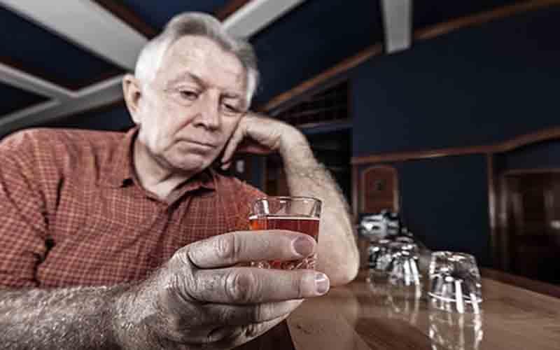 कम मात्रा में शराब भी बन सकती है बुजुर्गों के लिए मौत