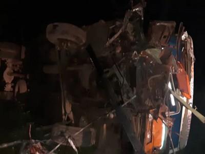 महाराष्ट्र: ट्रक से टकराई बस, 11 लोगों की मौत, कई जख्मी