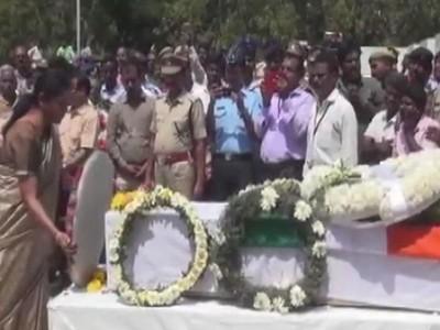 LIVE: 40 जांबाज शहीदों को सलामी देने उमड़ा जनसैलाब, देश दे रहा है अंतिम विदाई