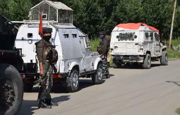 श्रीनगर के बटमालू में मुठभेड़ में 3 आतंकी ढेर, 1 महिला की मौत