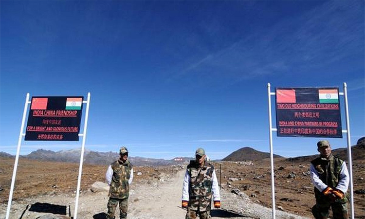 चीन की है अरुणाचल पर नजरें, चीनी गांव बसाने की खबरों दिया ये जवाब