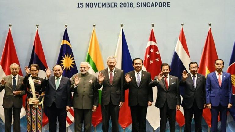 सिंगापुर : ASEAN समिट में शामिल हुए PM Modi