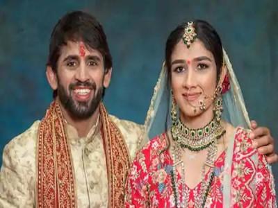 पहलवान बजरंग पूनिया ने संगीता फोगाट से की शादी, कहा थोड़ा बेचैन हूं