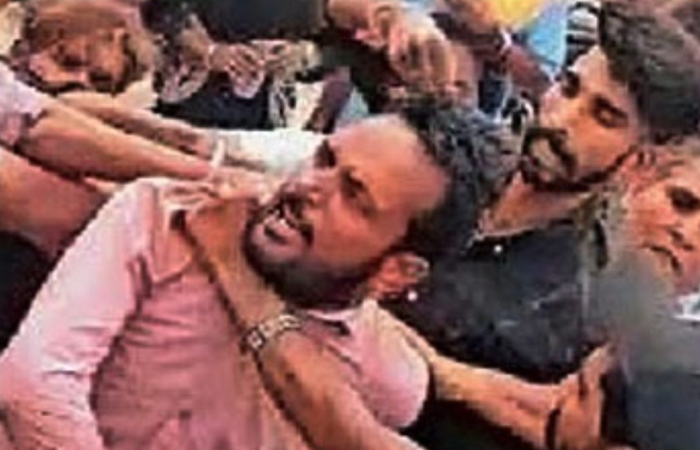 बोरी का टिकट काटना कंडक्टर को भारी, महिला ने करवा दी जमकर पिटाई