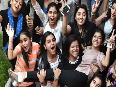 CBSE: हंसिका और करिश्माी ने देशभर में किया टॉप