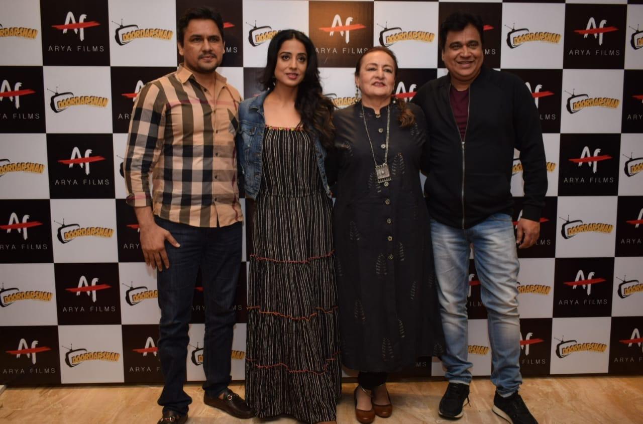 फिल्म 'दूरदर्शन' के स्टारकास्ट प्रचार के लिए दिल्ली पहुंचे