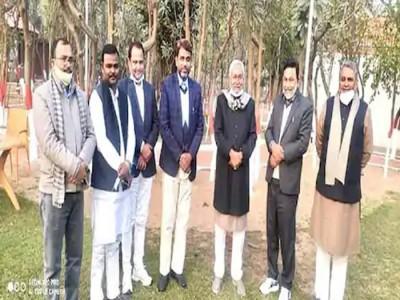 CM नीतीश कुमार से अचानक मिले ओवैसी के सभी पांच विधायक