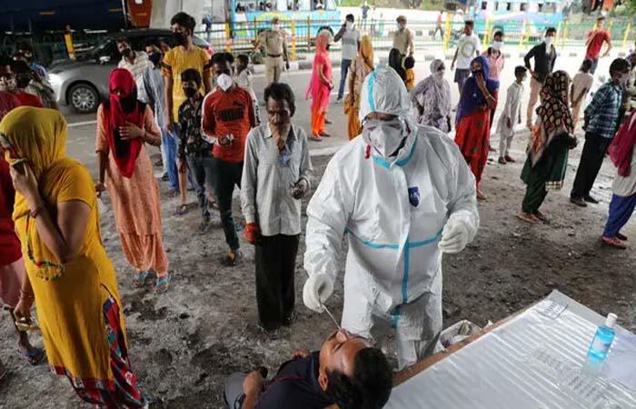 Coronavirus: भारत में कोरोना का कोहराम, 24 घंटे में कोरोना के मिले करीब 98 हजार नए मरीज