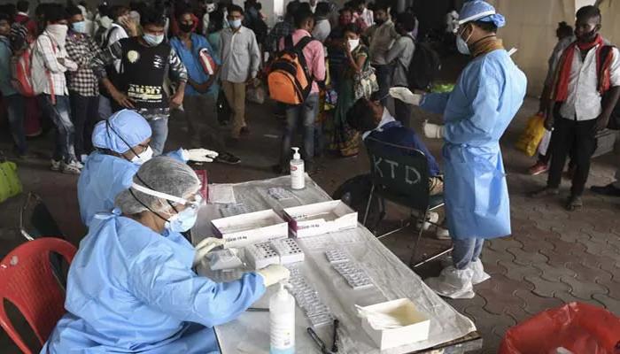 देश में नहीं थम रही कोरोना की रफ्तार, 24 घंटे में मिले 63371 नए मरीज, 895 लोगों ने तोड़ा दम