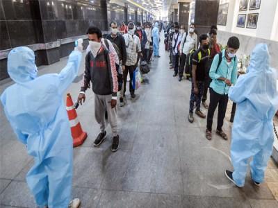 Covid-19 in Maharashtra: क्या नेताओं के लिए नहीं बनें कोविड नियम? VIP शादी में कोरोना नियमों की उड़ीं खुले में धज्जियां