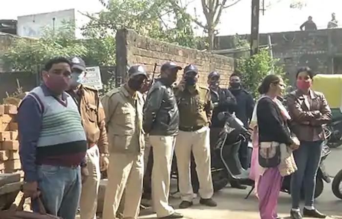 इंदौर में डबल मर्डर: अपने डॉगी को वॉक पर लेकर गई थी लड़की, घर में मां-बाप को मौत के घाट उतार रहा था बॉयफ्रेंड