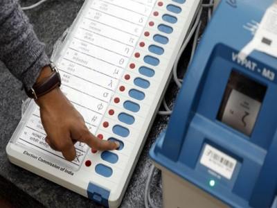 मऊ: देश के उज्जवल भविष्य के लिए स्वीडन से भारत वोट डालने पहुंची ये लड़की
