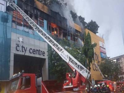 Mumbai Mall Fire: मुंबई के शॉपिंग मॉल में लगी भीषण आग