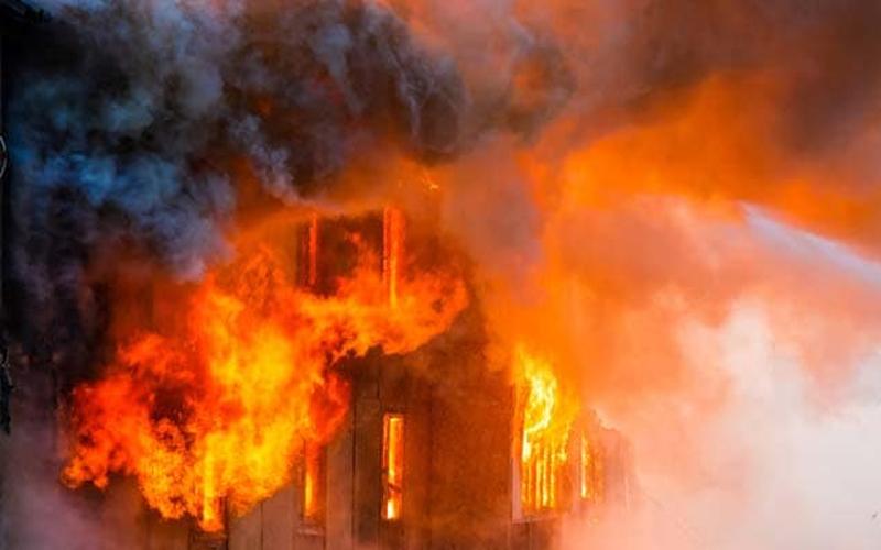 दुकान में लगी भयानक आग, 12 मजदूरों की हुई मौत