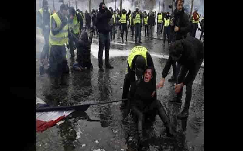 फ्रांस : सरकारी विरोधी प्रदर्शनकारियों और पुलिस में हुई झड़प