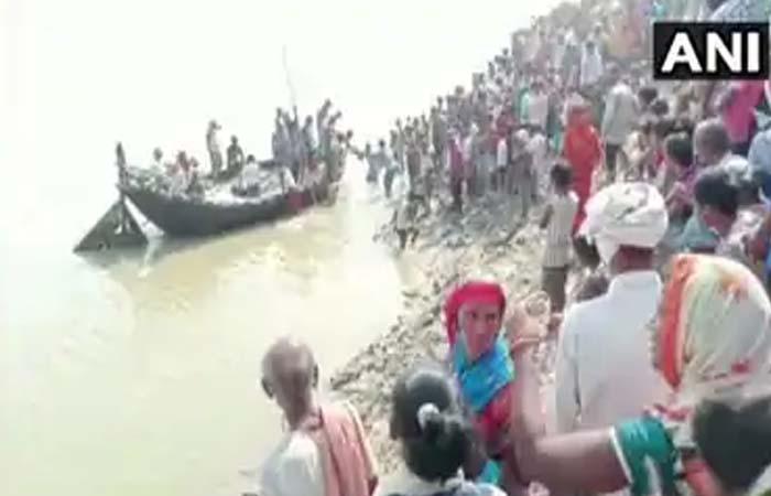 गंगा मईया के जय घोष के साथ श्रद्धालुओं ने लगाई डुबकी