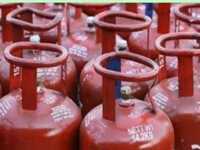 सरकार दे रही है फ्री में Gas Cylinder, इन लोगों को मिलेगा फायदा