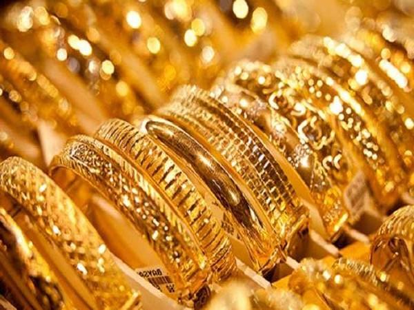 दिल्ली हवाई अड्डे से तीन करोड़ रुपये के सोने के साथ पांच गिरफ्तार