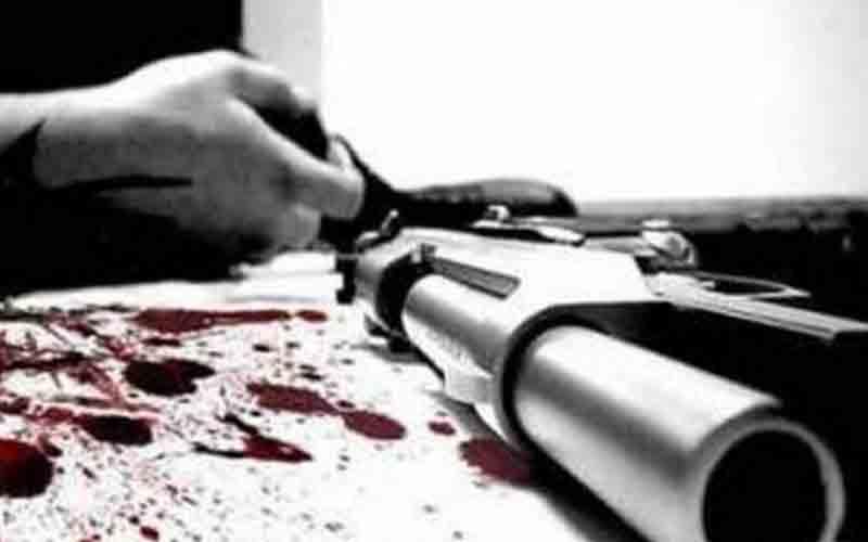 हथियारबंद बदमाशों ने स्कूल में घुसकर शिक्षक को मारी गोली