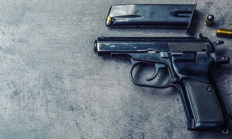 बदमाशों ने वकील पर गोली चलाई