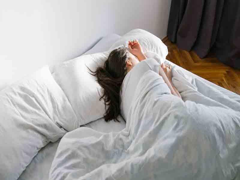 सोने के यह तरीके आपकी उम्र को कर देते हैं आधा